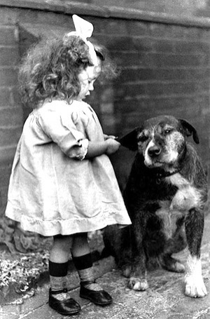 vintage-dog-with-girl